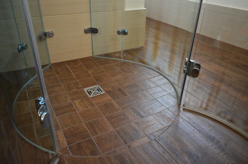 Bad mit Holzoptik